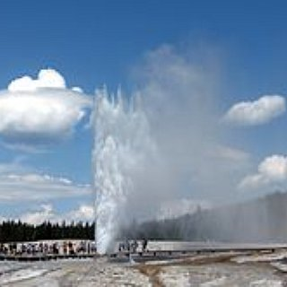 BucketList + I Want To Visit Yellowstone National Park.