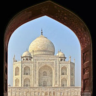 BucketList + Kiss My Most Loved One In Front Of Taj Mahal