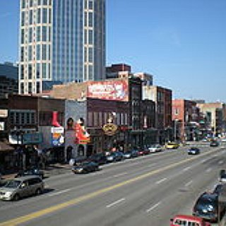 BucketList + Visit A Honky Tonk Bar In Nashville.