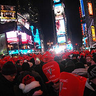 BucketList + Kiss In Times Square On New Years Eve When The Ball Drops.