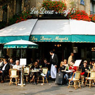BucketList + Drink Coffee In A Cafe In Paris