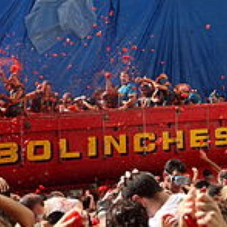 BucketList + Throw Tomatoes During La Tomatina In Spain