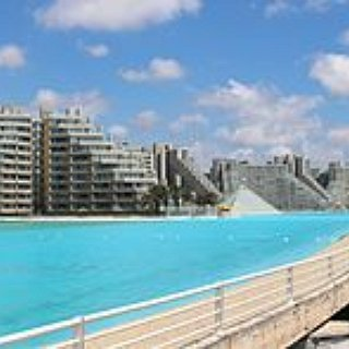 BucketList + Swim In The Worlds Largest Swimming Pool