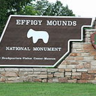 BucketList + Visit Effigy Mounds National Monument